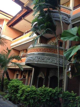 Adi Dharma Hotel: Upper Room Balconies