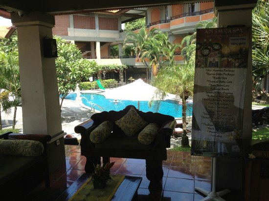 Adi Dharma Hotel: Reception Out to Pool