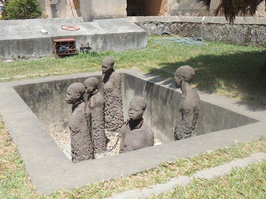 Essque Zalu Zanzibar:                   Slave memorial in Stone Town
