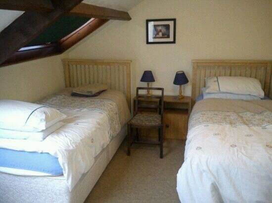 Hell Barn Cottages :                   Bedroom 2