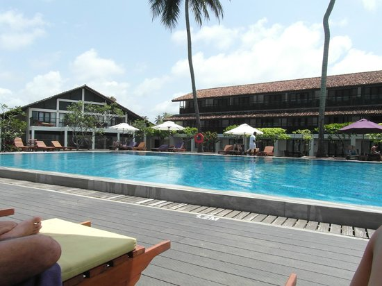 AVANI Bentota Resort & Spa:                   Pool area with Hotel in the background