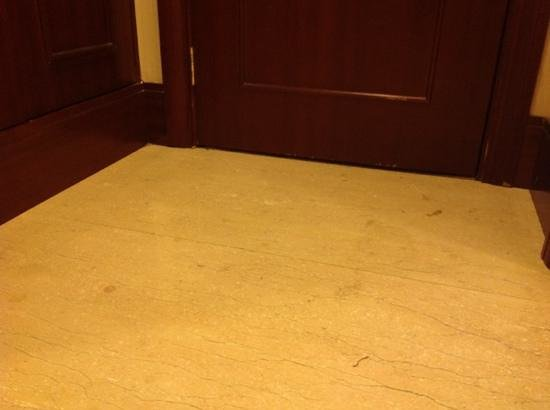 Beijing Shijingshan HNA Grand Hotel:                   stains on floor looked like they'd been there a long time