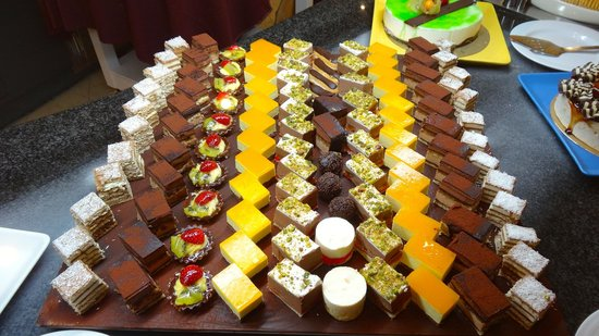 Porto Mare Hotel:                   The dessert selection !! Forget the diet.