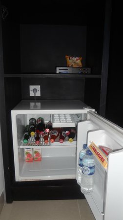 Dewi Sri Hotel: Mini bar