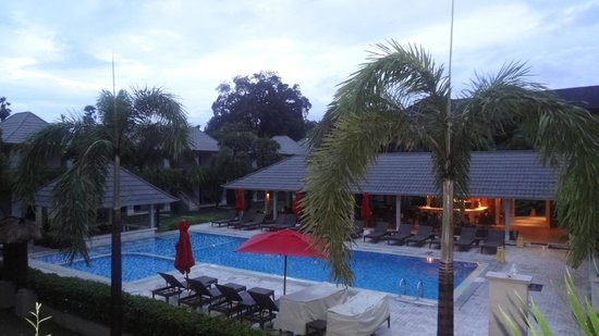 Dewi Sri Hotel: Gorgeous view of pool and restaurant from my room