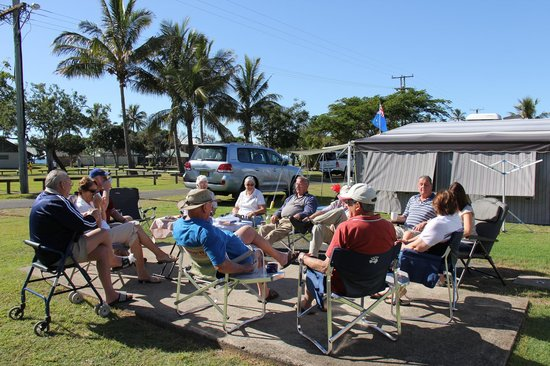 ‪‪Bargara Beach Caravan Park‬:                   Friends gathering around a cuppa at Bargara Beach Caravan Park