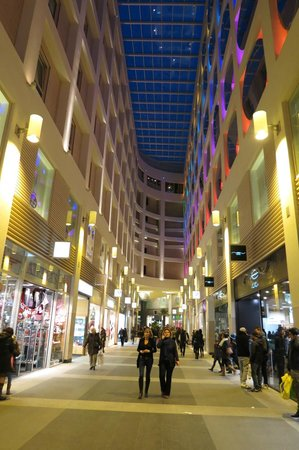 ‪‪Adagio Brussels Centre Monnaie‬:                   Our room window is up there somewhere