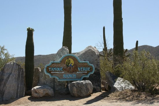 Tanque Verde Ranch: entrance area
