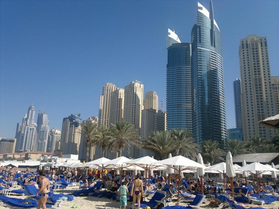 Hilton Dubai Jumeirah Beach: Beach and nearby .