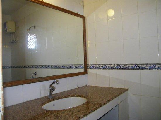 Chalston Beach Resort: Bathroom