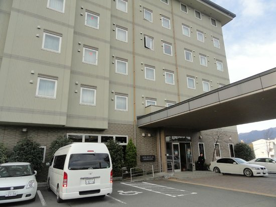 Hotel Route Inn Susono Inter:                   View from front parking lot