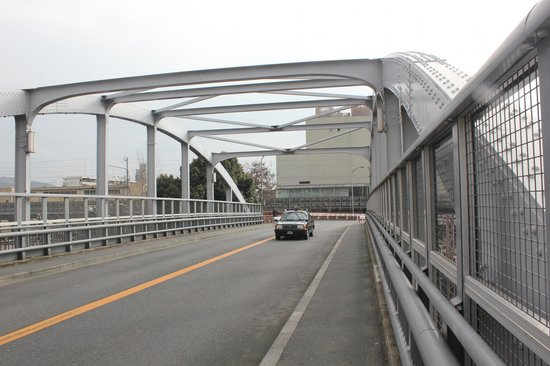 โรงแรมเคฮัง เกียวโต:                   Walking Kyoto Station/Kyoto Tower to Hotel Keihan,  using this bridge over the