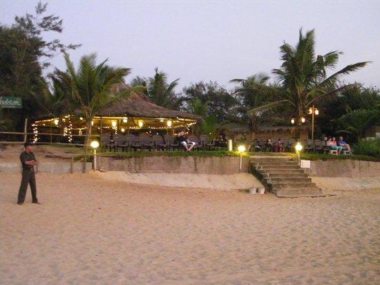 Chalston Beach Resort: Resturant bang on the beach