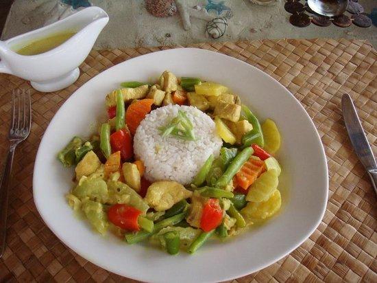 Blue Star Dive & Resort: Coconut Chicken Curry