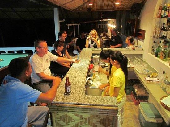 Blue Star Dive & Resort: Happy Hour