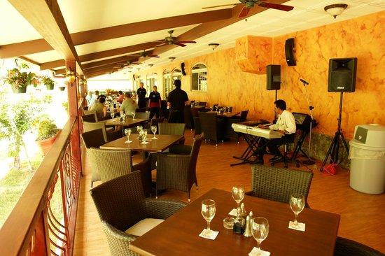 Café Pomodoro Spaghetteria : River Front Terrace