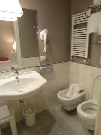 Hotel Rapallo:                   Banheiro
