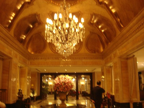 The Langham, Hong Kong:                   The beautiful lobby