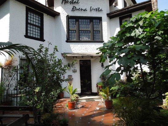 Hostal Buena Vista: Hostel entrance