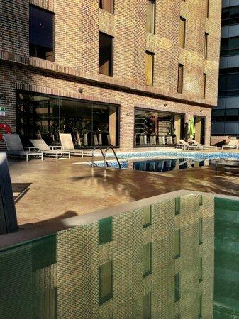 Renaissance Caracas La Castellana Hotel: Pool area