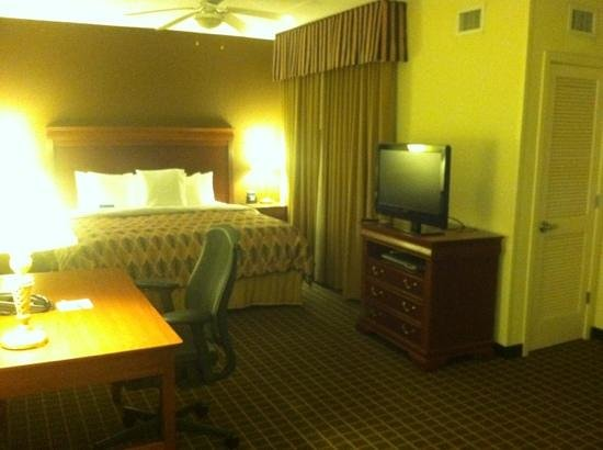 Homewood Suites by Hilton Columbia : bed