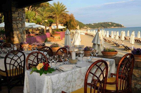 Aeneas' Landing: terrazza ristorante sulla spiaggia