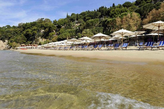 Aeneas' Landing: panorama della spiaggia e parte del villaggio Aeneas'