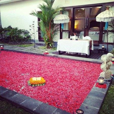 Grand La Villais Villa and Spa Seminyak:                   Private Candle Light Dinner In Villa (Deco)