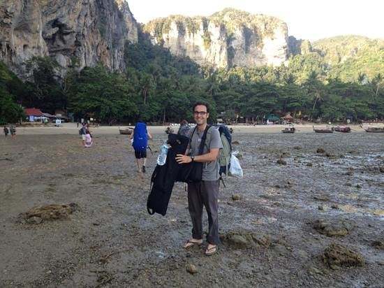 Tonsai Bay Resort: arriving on Tonsai Beach at low tide (via longtail)