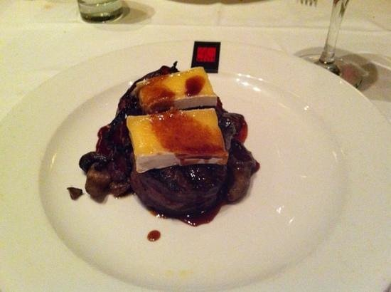 40 Westt Steakhouse & Raw Bar: filet Brie
