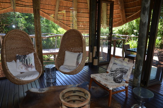 Shamwari Game Reserve Lodges: salon Bayethe Tented Lodge