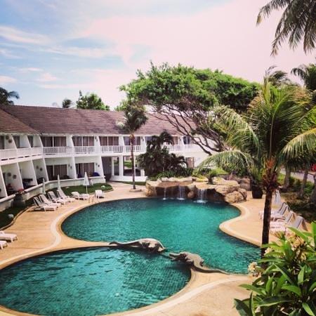Thavorn Palm Beach Resort :                   Вид на отель