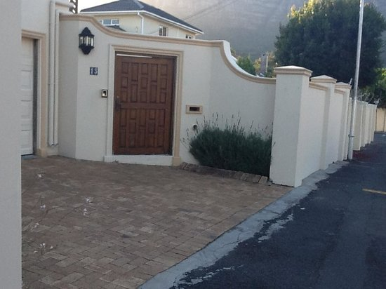 Mountain View Guest House:                   The Gate, beautifl
