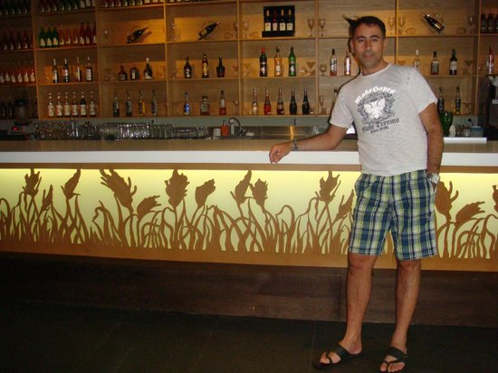 Mercure Bali Harvestland Kuta: at the bar of the hotel