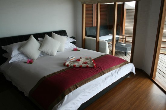 Kuramathi Island Resort:                   Bed