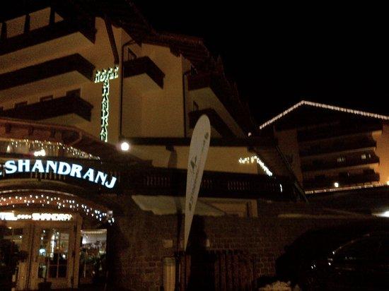 Family & Wellness Hotel Shandranj :                   Come si presenta l'albergo di notte