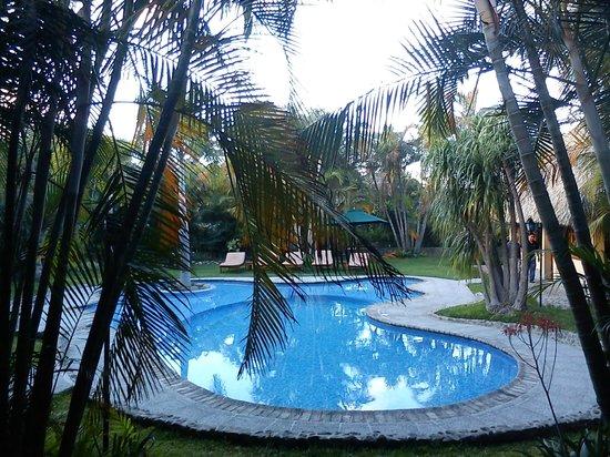 Hotel Dos Mundos:                   Vista de la piscina en el corredor de habitaciones