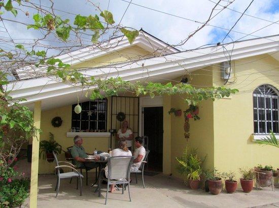 Bed and Breakfast Villa Riviera:                   Breakfast on the patio