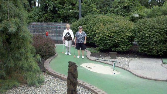 Lumberjack Pass Miniature Golf: Melissa and Mary - great friends!
