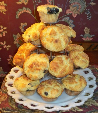 Inn on Maple Street Bed & Breakfast: Tower of hot blueberry muffins