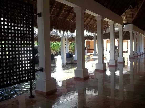 Now Sapphire Riviera Cancun:                   Hotel grounds/walk way