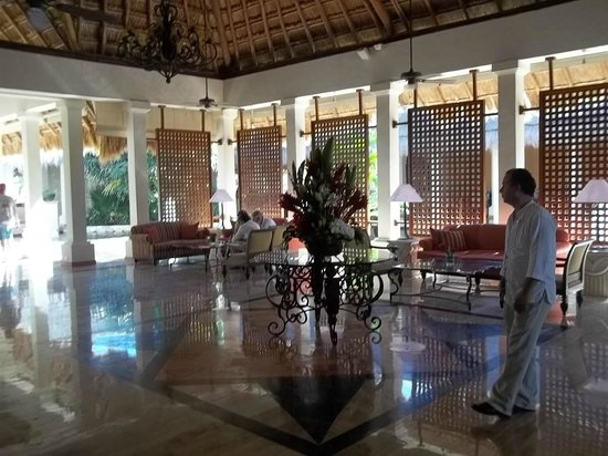 Now Sapphire Riviera Cancun:                   Resort Lounge