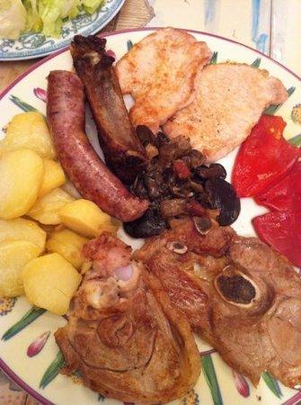 Ainsa, Spanien:                   18 euros este plato! robooooo