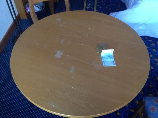 Hotel Mercure - Les Arcs 1800:                   Table has seen (many) better days.