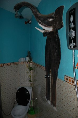 Heaven on Earth Guesthouse: bathroom