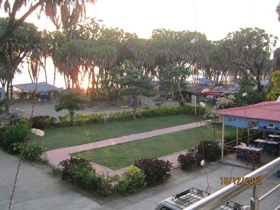 Paramount Beach Resort: Hotel's Garden and morning