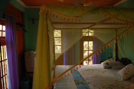 Heaven on Earth Guesthouse: room and bed