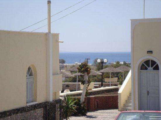 Perivolos Sandy Village:                   Robertos Villas - Santorini
