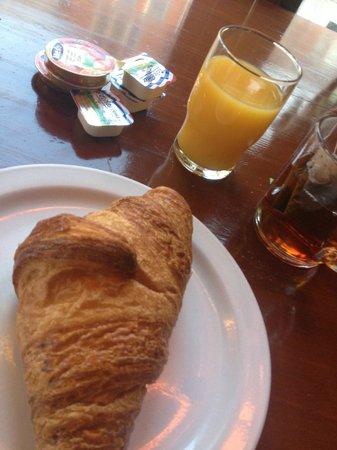 Hotel Nadia:                   Breakfast