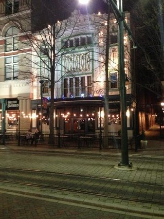 Majestic Grille :                   beautiful restaurant, mediocre experience